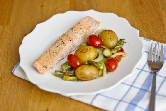 Oven-Baked Salmon and Asparagus | My Little Gourmet