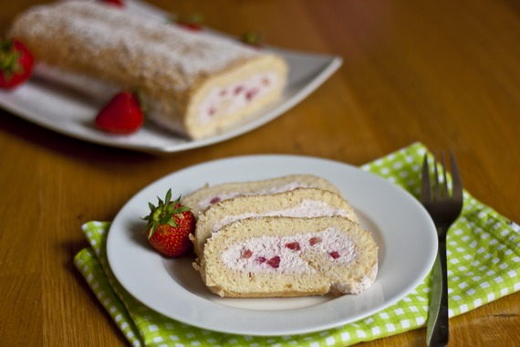Strawberry Roll Cake | My Little Gourmet