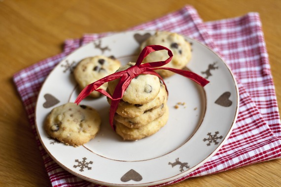 These shortbread cookies are made in 30 min and the perfect addition to your holiday cookie line-up - from mylittlegourmet.com