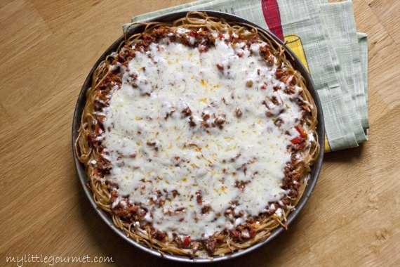 Easy and healthy spaghetti pie from mylittlegourmet.com